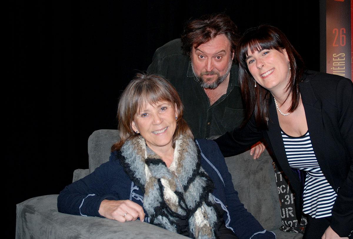 Louise, Bryan Perro et Julie Brosseau, la directrice générale du Salon.